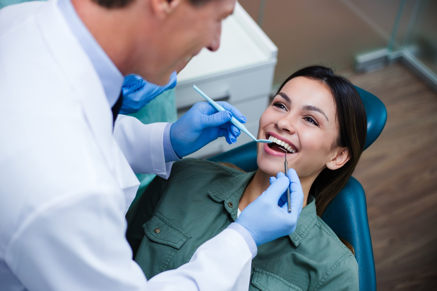 Answering Common Questions About Recovering From a Tooth Extraction